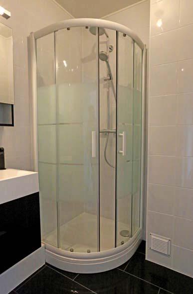 R nover une salle de bains de 3 m2 decorer sa for Volume salle de bain douche